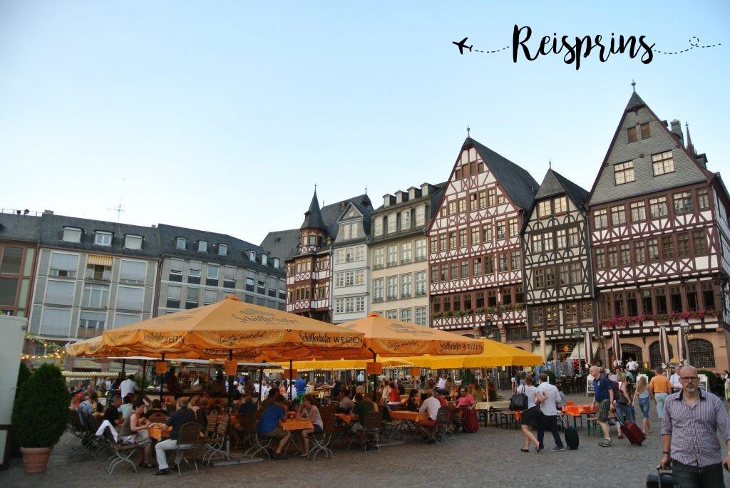 Gezelligheid op de Domplatz in Frankfurt