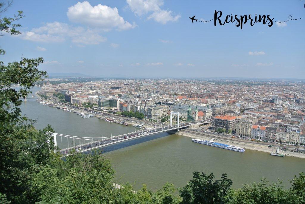 Prachtig uitzicht over Boedapest vanaf de Gellértberg