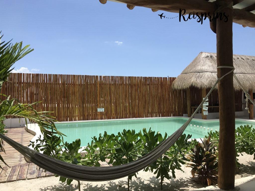 Het uitzicht vanuit onze kamer in het Capital O Mis Sueños Holbox Hotel.