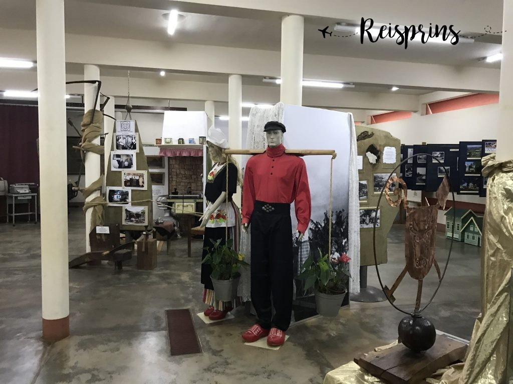 In het museum was ook Nederlandse klederdracht te vinden.