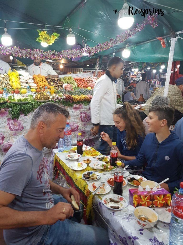 Eten op een Markt in Marrakech