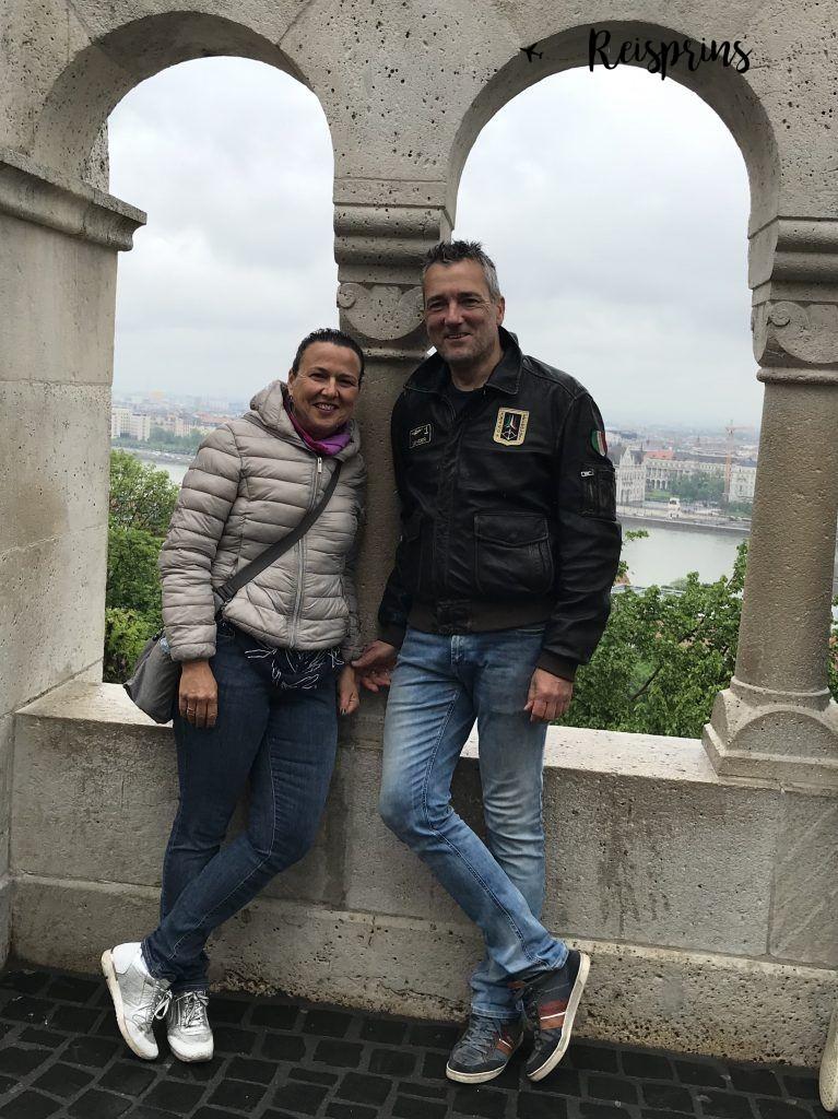 René en Carole tijdens hun verregende reis naar Boedapest.