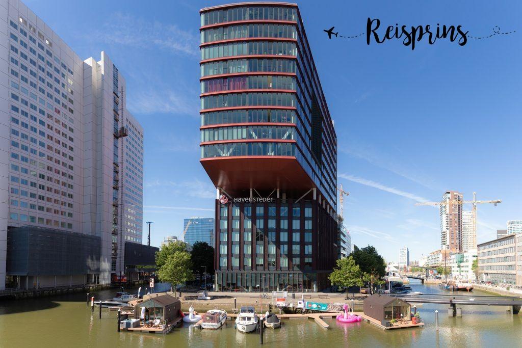 De twee wikkelboats gelegen in de Red Apple Marina jachthaven in Rotterdam.