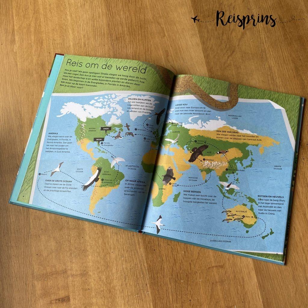 Vooraan in het boek staat de volledige route weergegeven.