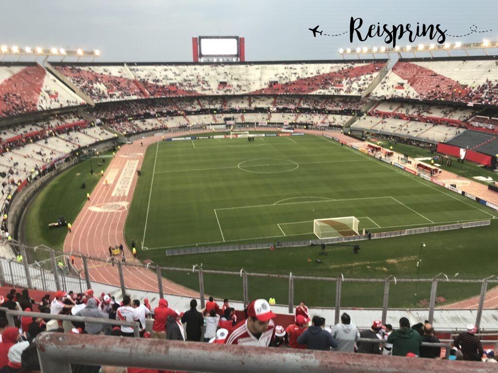 Het stadion stroomde al vrij snel goed vol.
