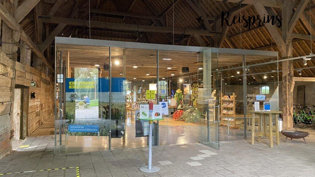 In het bezoekerscentrum van Natuurmonumenten is veel informatie te vinden.